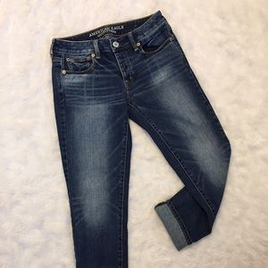 American Eagle High Waisted Cropped Jeans ✨